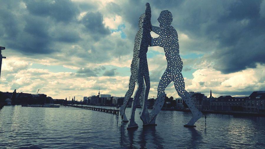Molecule Man Berlin Water Sky Outdoors Architecture Cloud - Sky Treptower Park