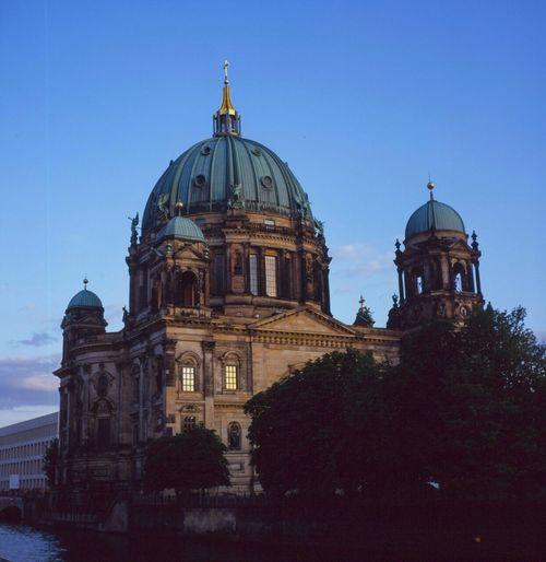 Dome Architecture Religion History Day Analogue Photography Slidefilm Fujifilm 100 Asa Yashicamat124g