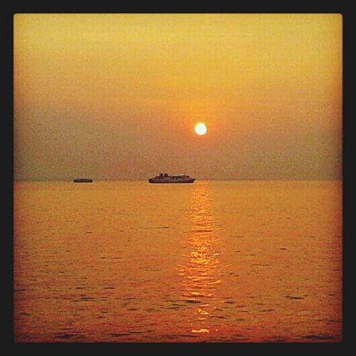 alone again.... Streamzoo Streamzoofamily Sun Sunsunset