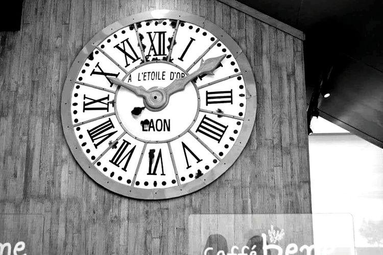 Clock Time Roman Numeral
