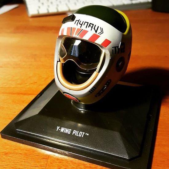 Suite de la collection de Casque Starwars de chez Altaya avec le Y -wing Pilot helmet
