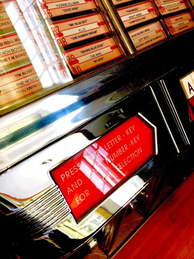Put in your quarter and what would you choose ? Binnie Singles Vinyl Records Rockola Vintage Musıc 45rpm Vintage Machines Vintage Style Singles Records Jukebox Text Communication Indoors  No People Close-up Day Supermarket