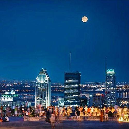 Le centre ville de Montréal vue de la Montagne Vumontroyale