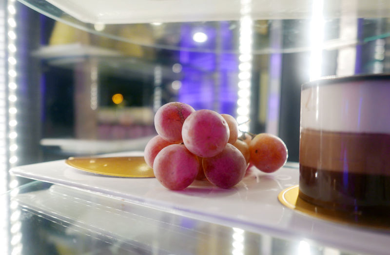 Dessert Grapes Food Freshness Fruit Glass - Material Indoors  Pastry Ready-to-eat Restaurant Still Life Transparent Window