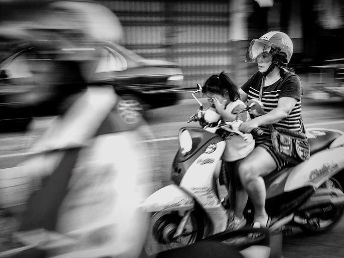 Two People Real People Mode Of Transport Young Women People Iphotokunst Streetphoto_bw Streetphotography