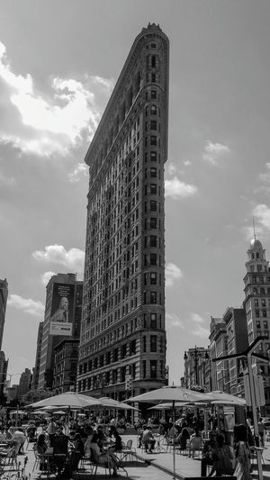 Flatiron Building Flatironbuilding Flatironbuildingnyc New York City USA USAtrip City Life City Street Travelphotography Summer ☀ Traveling Travel Photography City Skyscraper Travel Destinations Travel Downtown District NYC NYC Photography NYC Street NYCImpressions