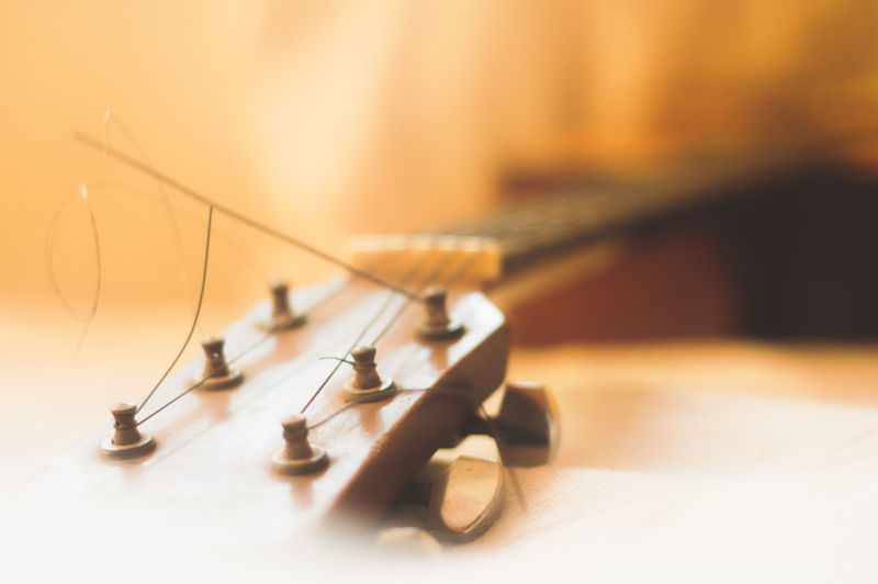 Close-up Day Guitar Indoors  No People Selective Focus Strings Table Wood - Material