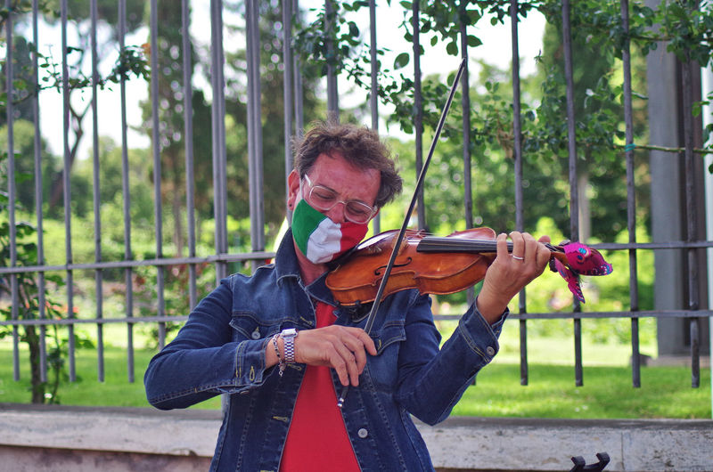 Violinist performing his art down the city street