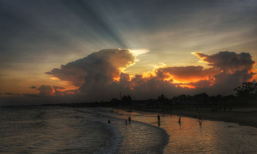 menjelang senja Water Sunset Sea Silhouette Dramatic Sky Sky Cloud - Sky Atmospheric Mood Moody Sky Atmosphere