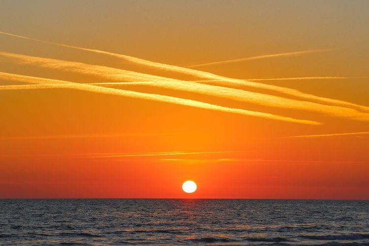 Sea Sky Sunset Horizon Over Water Horizon Water Orange Color Beauty In Nature Scenics - Nature Sun Tranquility Tranquil Scene Nature Cloud - Sky Idyllic No People Sunlight Outdoors Dramatic Sky