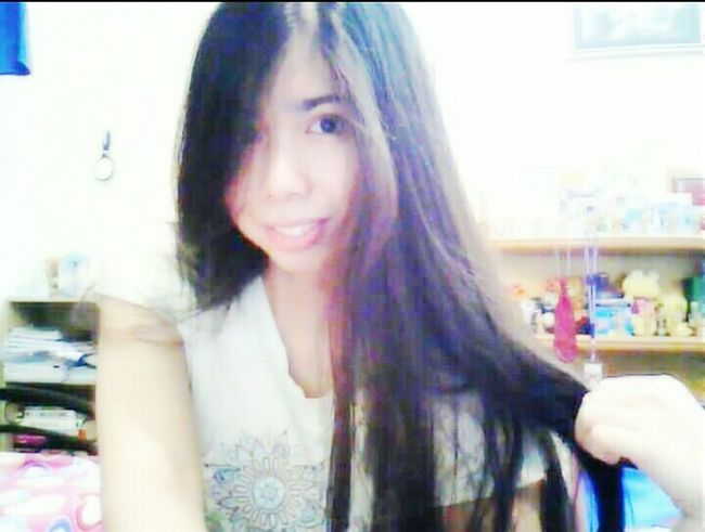 A fake smile can hide so much pain. Selca Fakeasmile