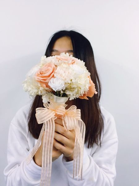 Girl Enjoying Life Beautiful People Of EyeEm Girly Rose🌹 DIY Do It Yourself Flower Diy Project Handmade Pretty Beauty Beautiful Girl People Photography Peoplephotography People Watching People IPhoneography Hand Made Popular Photos Lovely Flowers Taking Photos Light And Shadow