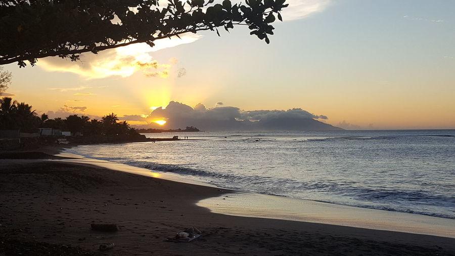 Tahitian sunset Sunset Tahiti ❤ Tahiti Sunset Tahitianvibes Clouds