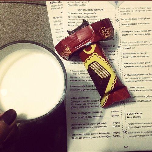 Gece gece olacak iş mi :/ Kpss Cikolataligofret Aranizdaulkercikolataligofretsevmeyenvarmi Milk turkce chocolate gofret objektifimden gecegece goodnight all_shots instalike instaturkey