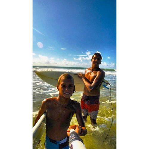 Durante uma session de direitas perfeitas no lajão, em pipa(RN). Esse pequeno monstrinho aquático pegando boas ondas comigo, pra quem acha que tamanho é documento haha 😂 o muleke queeeebra!!! 🌊🏄 Allallauu Lajão PipaQuePariu Surfer Surfcompany Surferphotos LifeInStyle Lifeapp via @lifeapp Surfeverything Perfectwave Photooftheday Alaiasurf Aerialsurfing StillCommunication Surferphotos