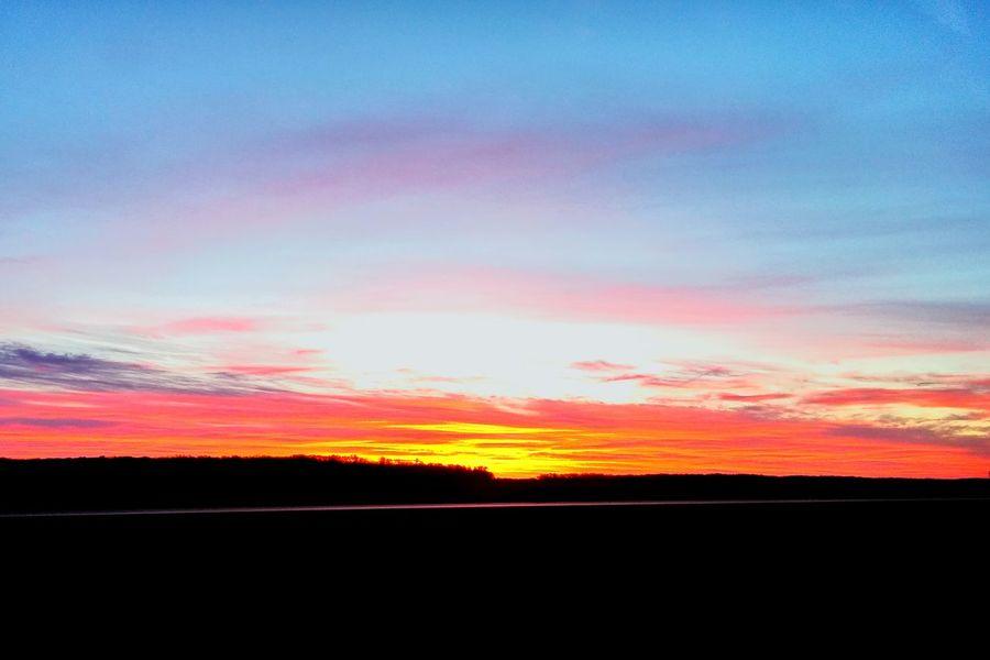 Beautiful morning sunrise! Godsbeauty Enjoying Life Light Outdoors Sky And Clouds Sunrisestalker Sunrise Glorious Ilovesunrisesandsunsets