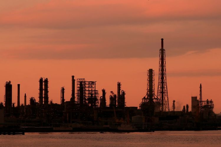 Oil Industry Sunset Industry Sky Petrochemical Plant Bay Plant Chemicalplant Chemical Engineering Sunset_collection Japan Bayside Sunsets Dramatic Sky Sunset Silhouettes Shiloutte Photography Silhouette