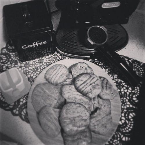 Handmadecookies Coffee Bootifulcookies Vanillahalzenutchocochipcocoa idealbreakfast