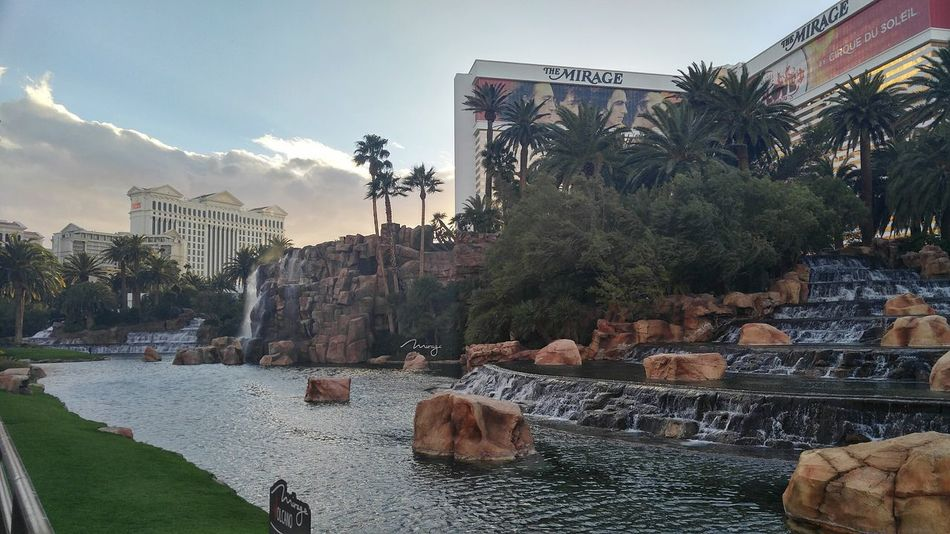 Las Vegas Vegas  Nevada Sin  City Sin City Strip Casino Valcano Exhibit  Water Cloudy Buildings Awesome Pretty Friends Family Party City Nevada Desert Perople Tourists Sky Pink
