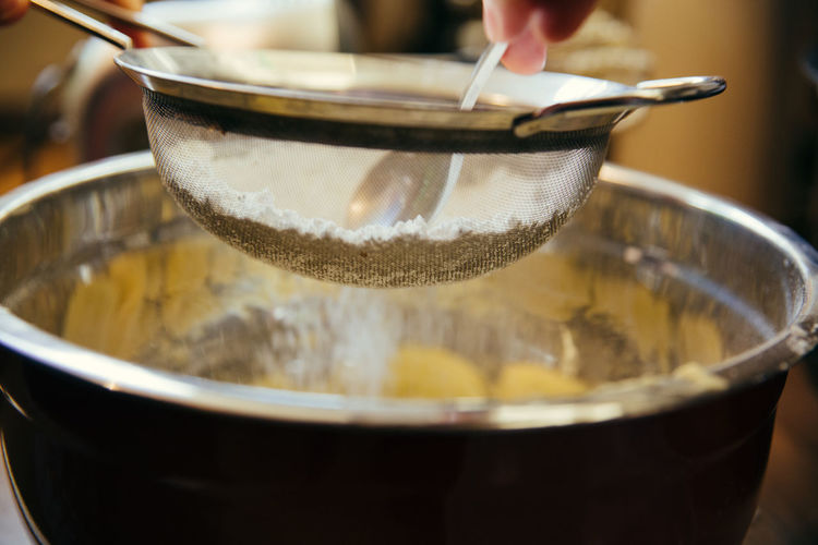 Baking Bowl Close-up Food Food And Drink Freshness Holding Human Body Part Human Hand Indoors  Preparation  Sieve