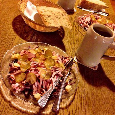 #tWorschtsalat mit Moscht in der Krone auf'm Rußberg. Läuft.