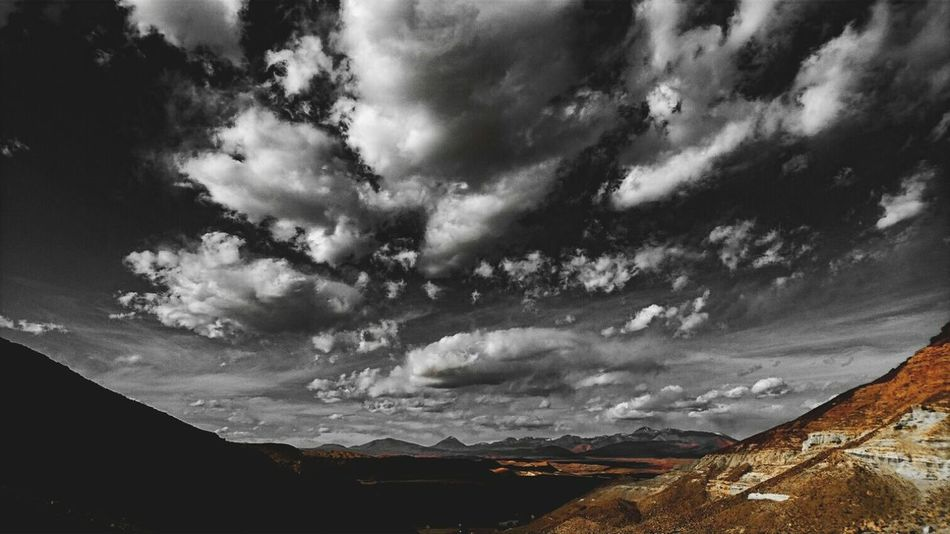 En las nubes Clouds And Sky Clouds Edited Golden Moment EnjoyTheMoment Black And White Photography Bnw Relaxing Moments Landscape_photography Showcase June