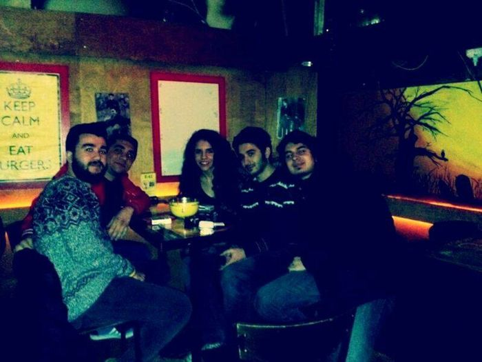 Friends Bread Drinking Alcohol Beer Night Lights Bar Laughing Izmirlife Alsancak #deeprockcafebar #welovedrink ??????