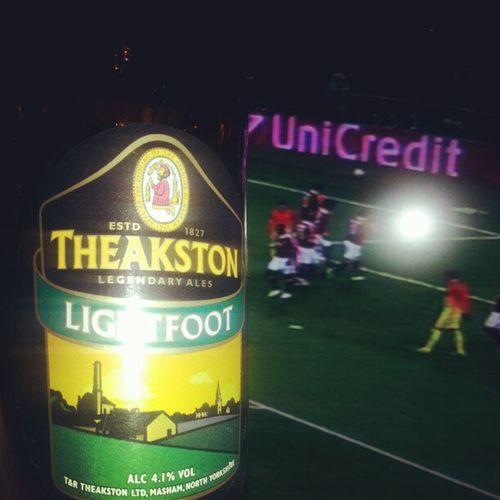 Под футбол Theakston Ale Beer