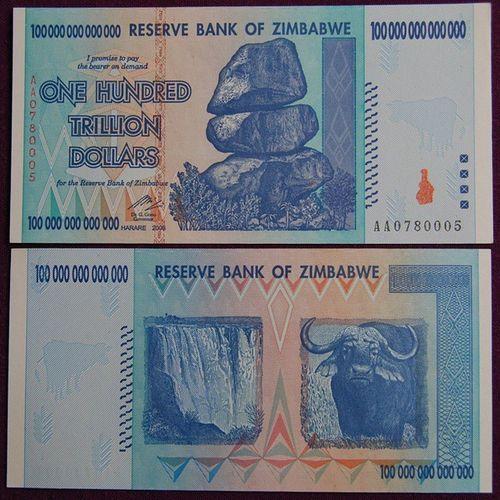Когда слышу разговоры о росте инфляции до 15-20% в год в России, тут же вспоминаю вот эту купюру в 100 триллионов долларов, которая имела хождение в Зимбабве в 2008-2009 годах. Инфляция у них достигала 80 миллиардов процентов в месяц. Поскольку денежное регулирование — не та сфера, в которой зимбабвийцы сильны, в 2009 году страна отказалась от собственной валюты, и использует валюты других стран до сих пор. 100 триллионов, кстати, не рекорд. В 1946 году в Венгрии напечатаны купюры в 1 миллиард триллионов пенгё (10 в 21 степени).Zimbabwe Dollars Россия инфляция