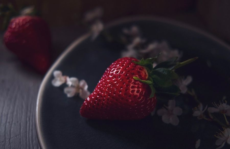 Red queen Berry Fruit Strawberry Food And Drink Food Healthy Eating Red Fruit Sweet Food Freshness Indoors  Close-up Sweet Dessert Ready-to-eat Still Life No People Indulgence Temptation Cake Plate