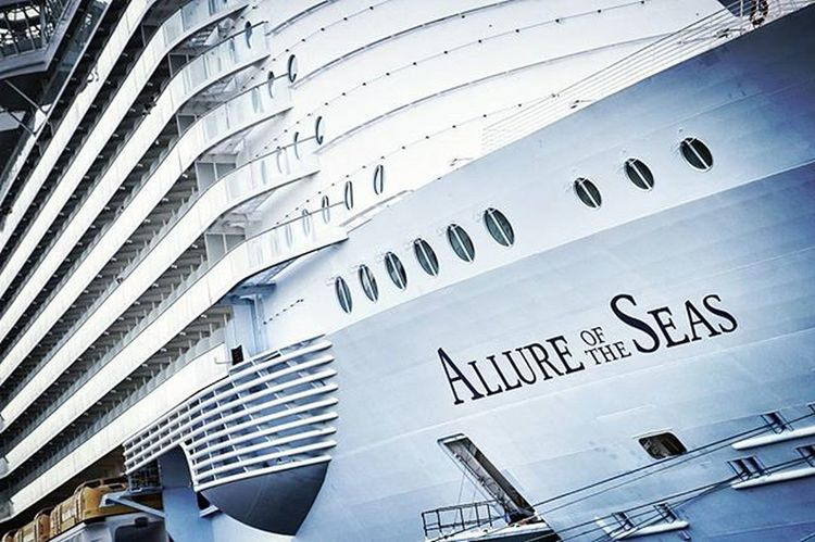Allure Of The Seas - the largest passenger ship in the world EEprojects LiveTravelChannel @natgeotravel Port Holiday Malaga Tourism Allureoftheseas Ship Cruise Awesomeearth Harbour Bay Canon_photos Earthfocus Sea Summers Ocean Cruise Mediterranean  Awesomeearth Fantastic_earth Turquoise Cbviews Exploretocreate Highlife luxurycruiseship