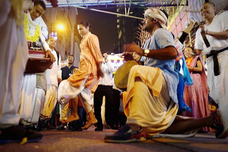 Krishna HongKong Discoverhongkong Nightphotography Street Streetphotography New Years Resolutions 2016 Xmas Leica Leicaq 香港 夜景 Dance