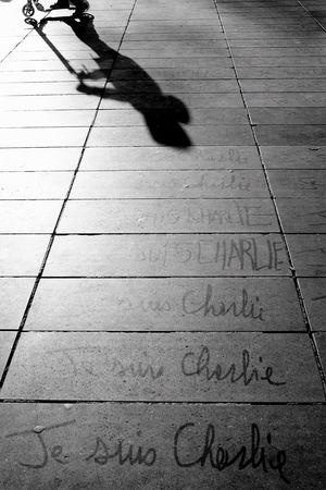 Les écrits restent (1/2) Silhouette Paris Black And White Bw_collection Blackandwhite Streetphoto_bw Jesuischarlie