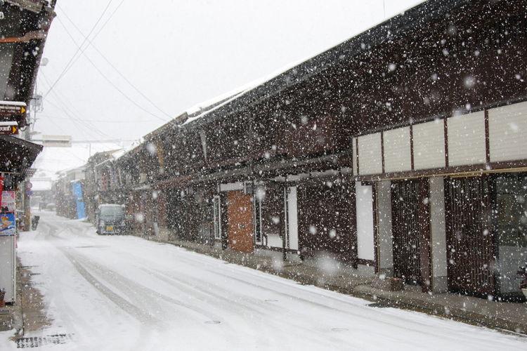 雪の降る郡上の街並み Snow Winter Snowing Architecture Town Scape Town Scene White Color Japan Japan Photography Japan Scenery 郡上八幡 岐阜 雪 雪景色 It's About The Journey