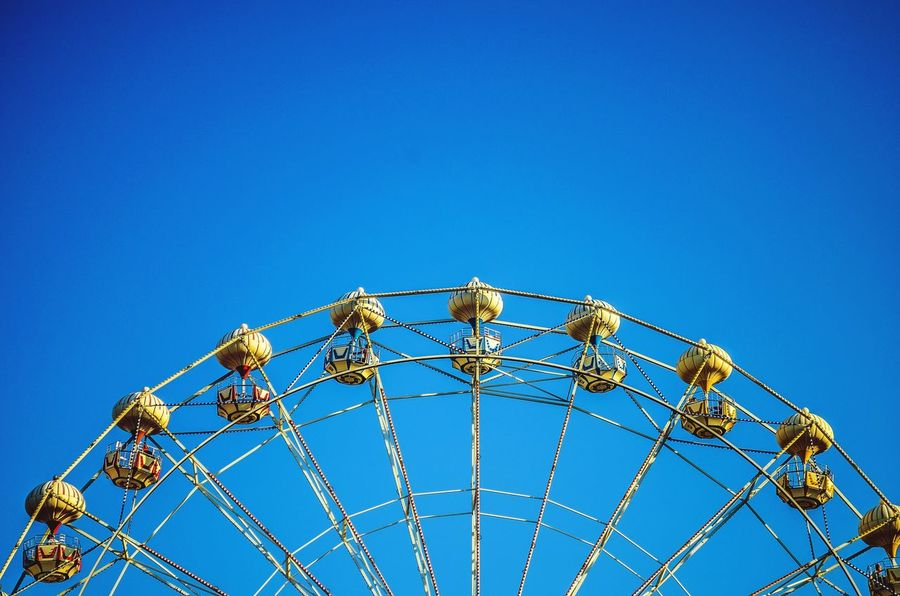İzmir Enternasyonel Fuarı / İzmir Here Belongs To Me I Love My City Telling Stories Differently Photographic Memory Seeing The Sights Learn & Shoot: Simplicity Capture The Moment Deceptively Simple Fun Going On Rides Lunapark Ferris Wheel Minimalism End Of Summer Sky Nikon D5100  Life's Simple Pleasures... Life In Motion Izmirlife Joyful Moments Amusement  Amusement Ride Amusementpark Joyride Joyful