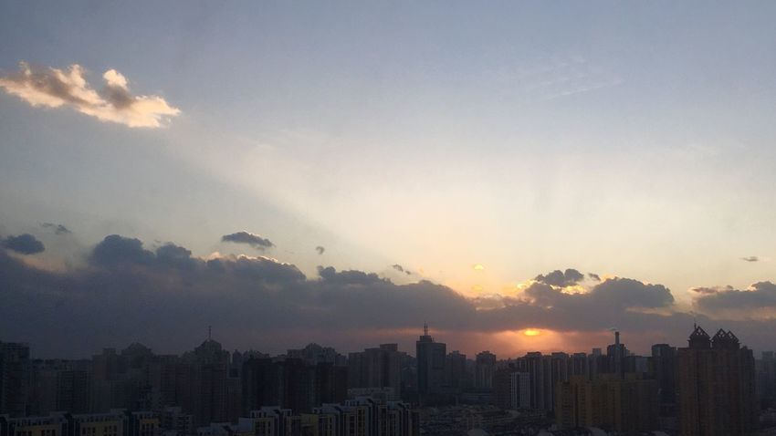 Silver linings我在楼上观风景 Cityscape Architecture Sunset Skyscraper City Building Exterior Built Structure Sky No People Urban Skyline Modern Cloud - Sky Sun Outdoors Sunlight Travel Destinations Downtown Beauty In Nature Nature Day