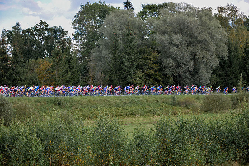 Beauty In Nature Bicycle Track Competition Cycle Race Cycle Racing Cycling Cyclists Day Grass Green Color Growth Landscape Nature Outdoors People Sport Tree