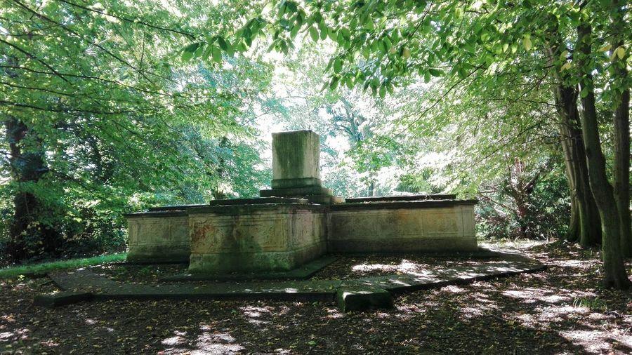 Park Denkmal Lützschena Schlosspark Lützschena Leipzig Leipziger Auwald Grabmal Friedhof