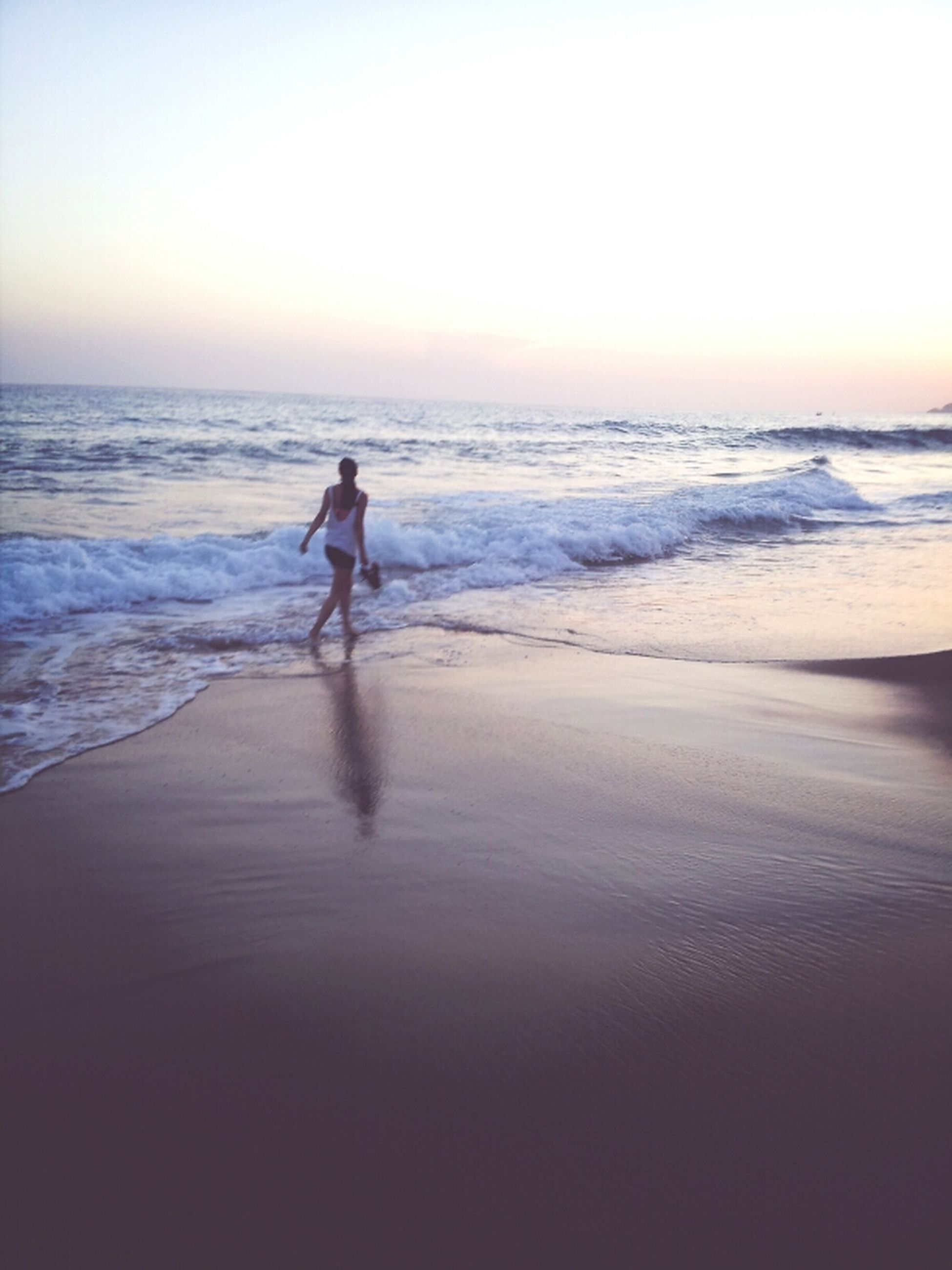 sea, beach, horizon over water, water, shore, full length, silhouette, sand, wave, leisure activity, lifestyles, sunset, scenics, vacations, standing, tranquil scene, walking, beauty in nature