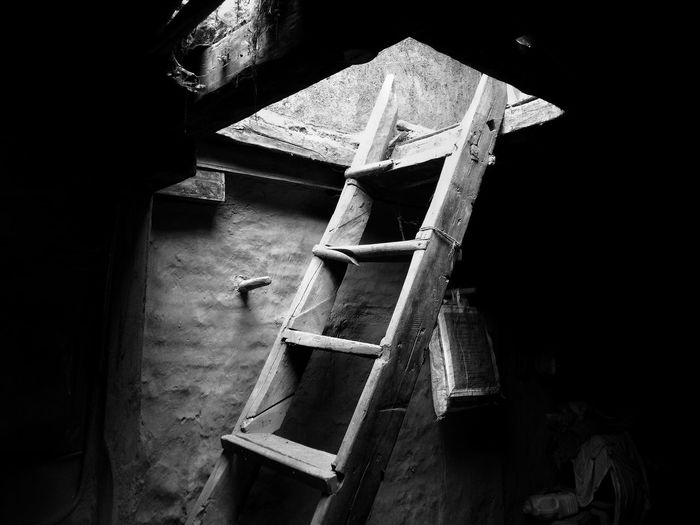Old Indoors  Architecture Day No People Mobilephotography Moto Motog4plus The Street Photographer - 2017 EyeEm Awards The Great Outdoors - 2017 EyeEm Awards EyeEmNewHere EyeEm Selects Blackandwhite Black And White India Bnw Backgrounds Stairs Old Oldstairs Beautiful EyeEm LOST IN London