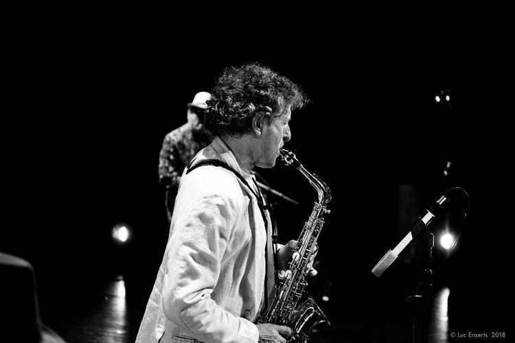 Un musicien jouant du saxophone sur une scène lors d'un concert en faveur des malades du Cancer. Jazz Jazz Concert Music Saxophonist Black Color Blackandwhite Indoors  Jazz Band Jazz Music Musician Musician In Action Musician Playing Musician Playing Saxophone Musicians Night One Person Saxony Saxophone Saxophonelife White Color
