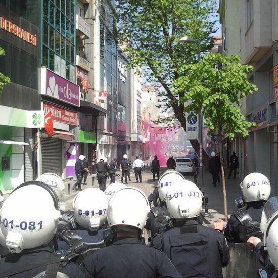Besiktas çarsı Polis Gaz 1mayıs barikat direniş heryerdeydim resmen ve bizzat