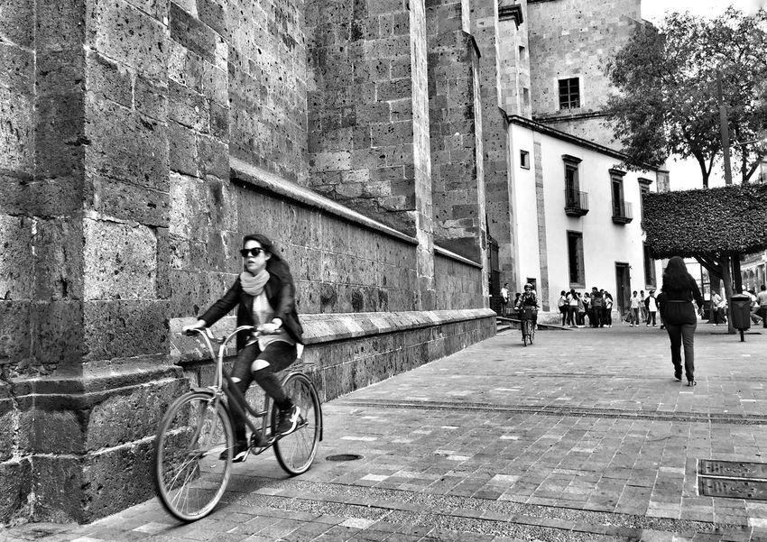Streetphotography Blackandwhite Street Photography Street Life Streetphoto Black & White Streetlife Monochrome Urban Photography Streetphoto_bw Streetphotography_bw Street Photo Blackandwhite Photography
