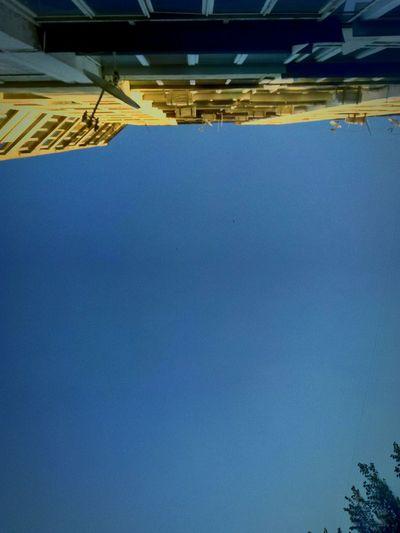 Дневное небо.