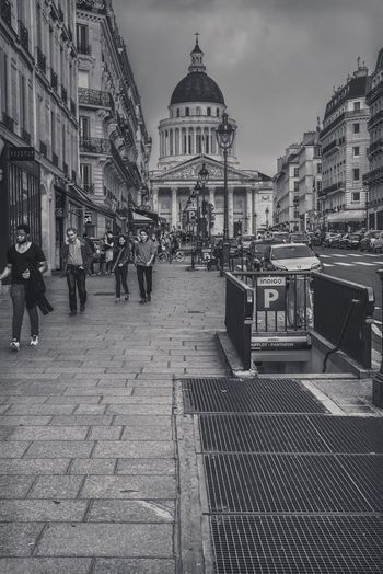 Outside Outdoor Photography Outdoors Париж The Changing City Paris, France  франция B&w Street Photography EyeEm Gallery EyeEm Best Shots Capture The Moment EyeEmBestPics France Paris I Love My City EyeEm Streetphotography Pantheon