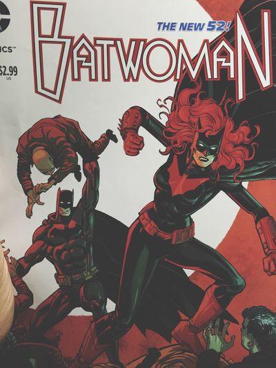 Reading .. 💛❤️ Batman New 52 Batwoman DC Comics