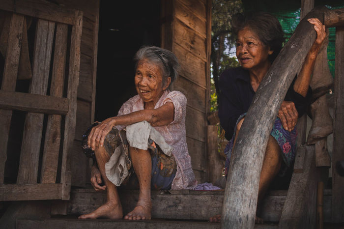 Real People Wood - Material Old Lady 2 Girls Smile Countryside Happiness Old Man