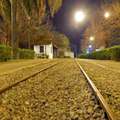 ~noche violeta~ Parqueavellaneda Tren Vía Paisaje urbano noche agosto argentina buenosaires capitalfederal caba insomnio fotografia instagood like instagram