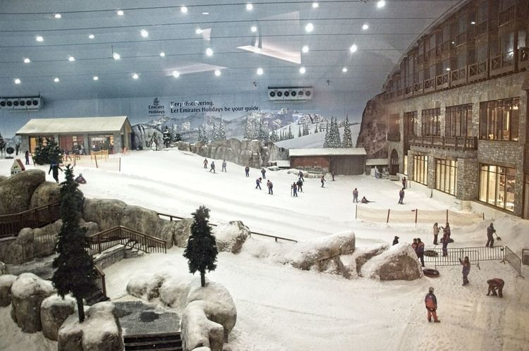 Indoor ski hall in Mall of Emirates, Dubai, UAE. Dubai Skiing UAE Architecture Artificial Snow Artificial Snow Ski Slope Built Structure Cold Temperature Large Group Of People Leisure Activity Mall Of Emirates Men People Real People Snow Sport Winter