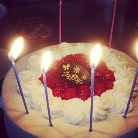 四个人过生日的小蛋糕?生日快乐 Birthday